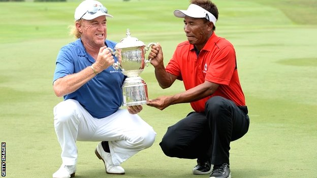 Europe captain Miguel Angel Jimenez shares the EurAsia Cup trophy with Asia skipper Thongchai Jaidee