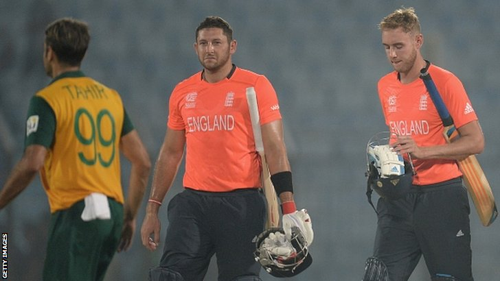 Tim Bresnan and Stuart Broad walk off