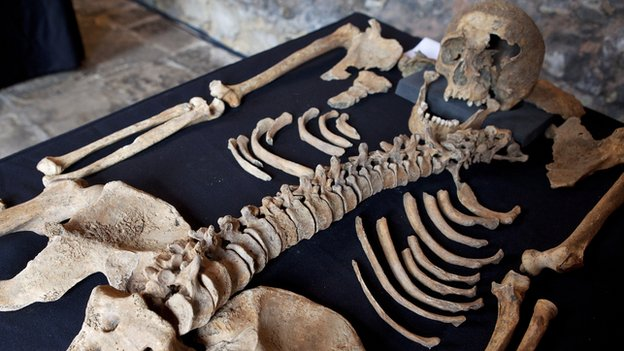 Skeleton from a victim of the Black Death (Source: http://bbc.in/O86dHX)