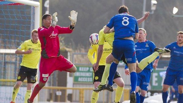 Ross Draper scores for Inverness against St Mirren