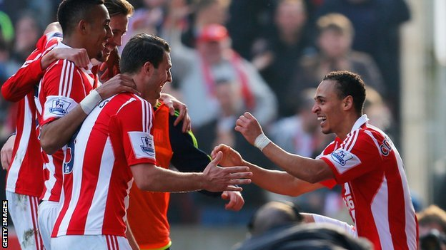 Peter Odemwingie (r) celebrates with Stoke team-mates