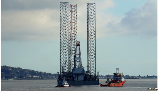 Oil rig at Dundee port