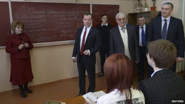 Dmitry Medvedev visits a school in Simferopol (31 March 2014)