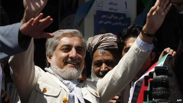 Afghan presidential candidate Abdullah Abdullah waves to supporters at a election rally in Kandahar on March 30, 2014.