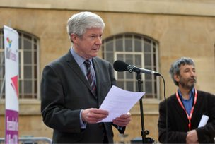 Tony Hall reads poem