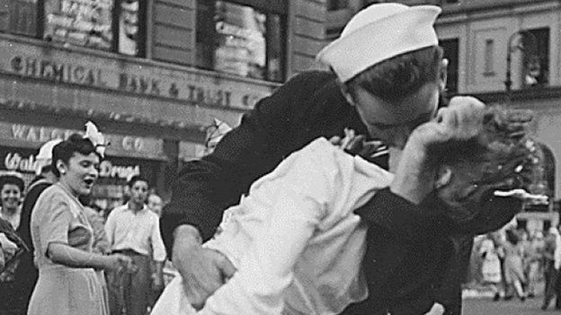 Sailor kissing a nurse in New York's Times Square on VJ day