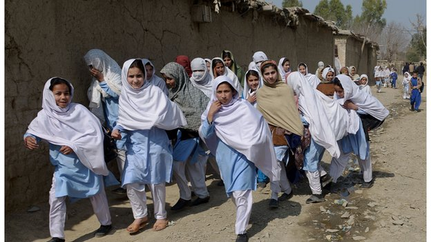 Afghan girls going to school in a Pakistani refugee camp