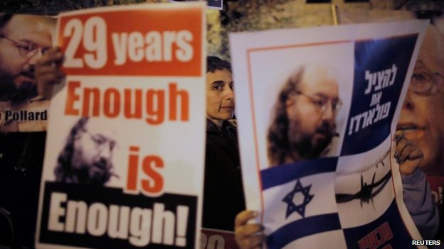 Israelis call for the release of Jonathan Pollard at a protest in Jerusalem (2 January 2014)