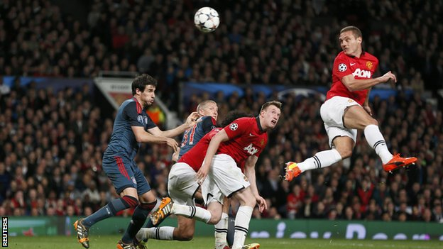 Nemanja Vidic heads home Manchester United's goal against Bayern Munich