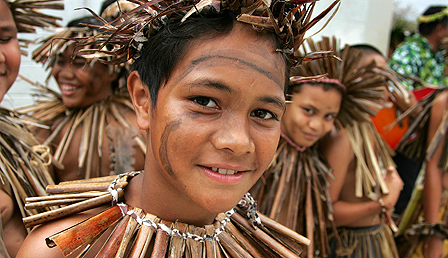 Niuean children prepare to do a traditional dance