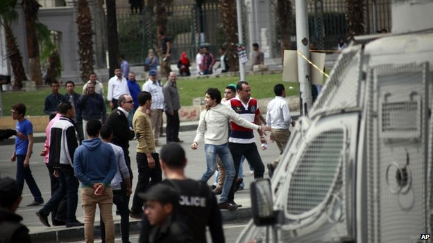 Students and onlookers outside Cairo university (2 April 2014)