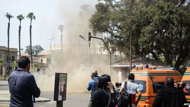 Smoke outside Cairo university (2 April 2014)