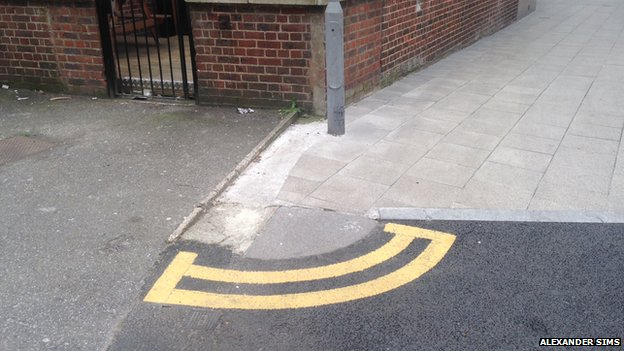 Double yellow lines in Kingston town centre