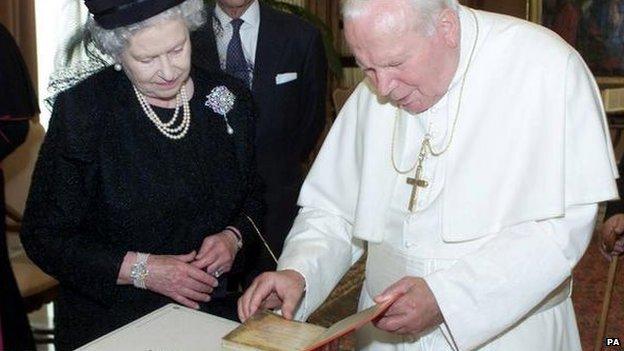 The Queen stands alongside Pope John Paul II in 2000