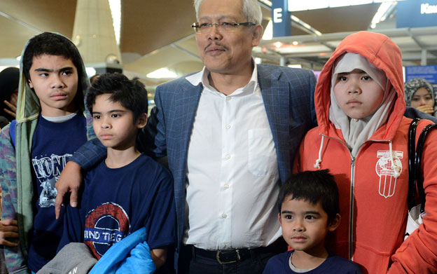 The four children with Malaysian Deputy Foreign Minister, Hamzah Zainuddin