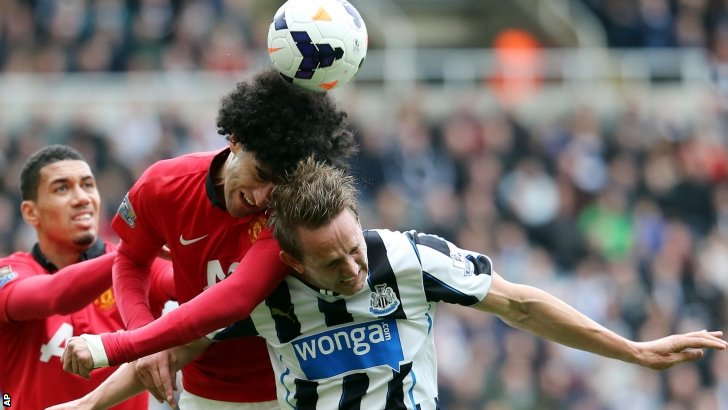 Manchester United's Marounane Fellaini competes for the ball with Newcastle United's Luuk De Jong,
