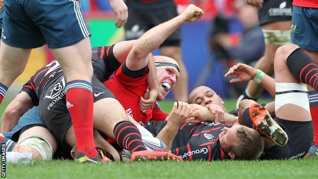 Paul O'Connell celebrates his try for Munster
