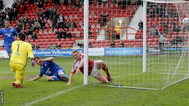 Johnny Hunt scores for Wrexham