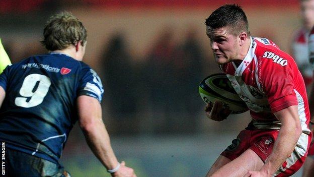 Tavis Knoyle takes on Scarlets for Gloucester