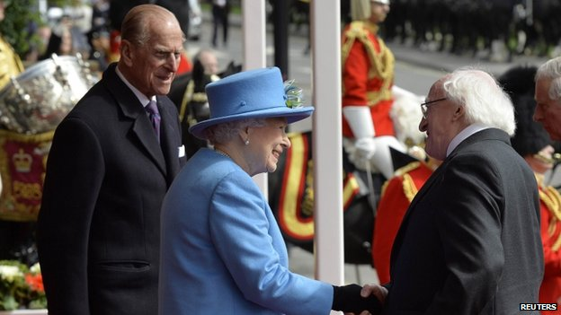 The Queen shaking hands with the president