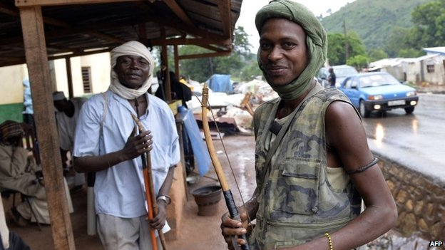 Muslim men with bows in  Bangui (2 April 2014)