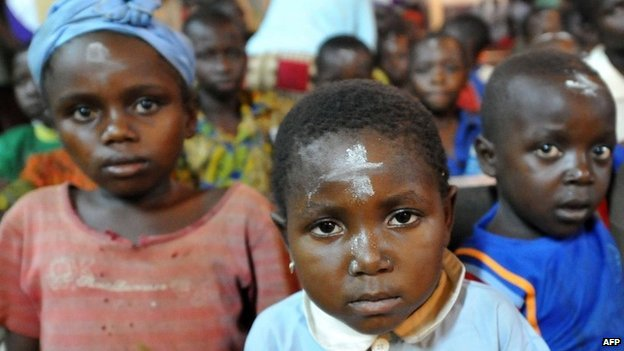 Christian children attend mass at a church in Bossangoa, Central African Republic (5 March 2014)