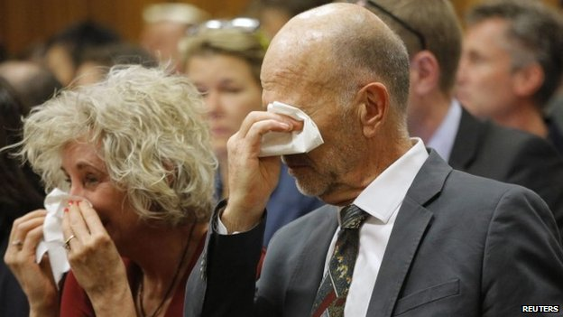 Relatives of Oscar Pistorius weep in court on 8 April 2014