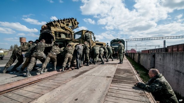 Russian troops send Ukrainian military hardware out of Crimea. 8 April 2014