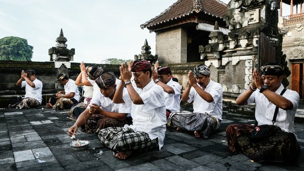 Election officers pray at the temple before opening the polling stations during legislative elections on 9 April, 2014 in Denpasar, Bali, Indonesia
