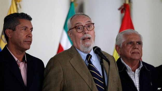 Ramon Guillermo Aveledo (centre), Lara state Governor Henry Falcon (left) and opposition Congressman Omar Barbosa give a news conference after meeting with President Nicolas Maduro at the Foreign Ministry in Caracas on 8 April, 2014