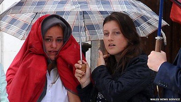 Elleni Morus, left, and Nia Jones, right,