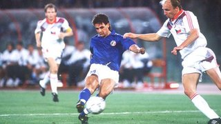 Roberto Baggio on his way to score for Italy against Czechoslovakia