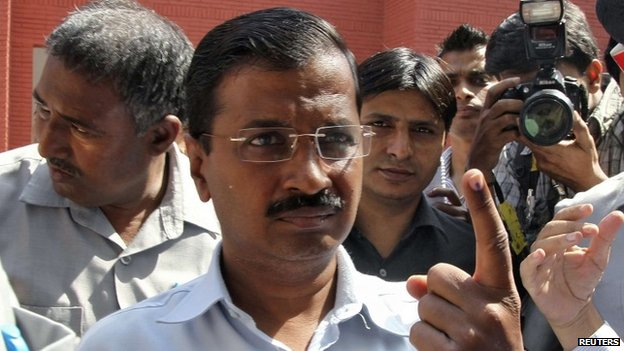 Arvind Kejriwal, the leader of the anti-corruption Aam Aadmi Party (AAP), shows his ink-marked finger after casting his vote outside a polling station in New Delhi April 10, 2014
