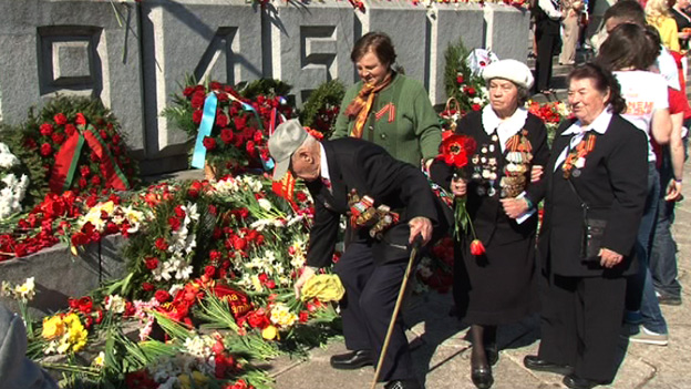 Red Army veterans at WWII memorial in Latvia