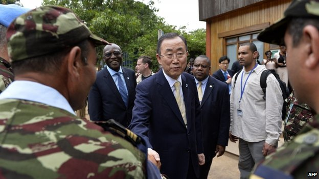 Ban Ki-moon met members of the UN Morocco military forces at the UN headquarters in Bangui. 5 April 2014