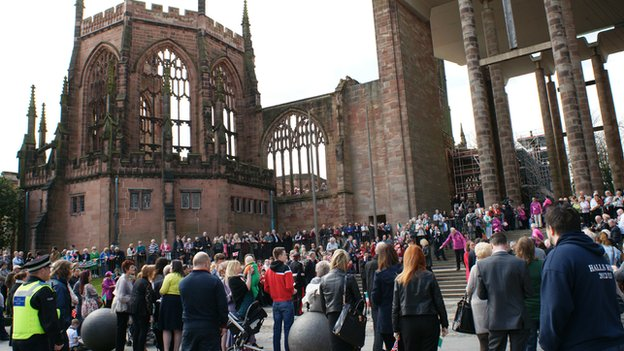 Crowds at cathedral