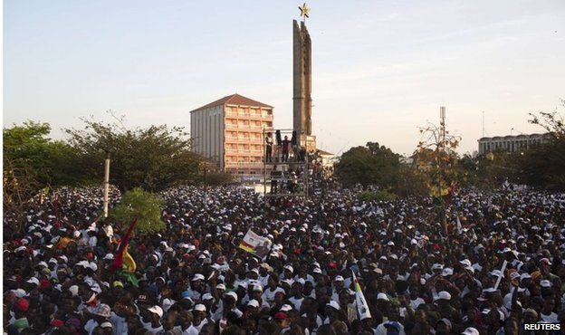 Supporters of presidential candidate Jose Mario Vaz attend a campaign rally in Bissau on 11 April