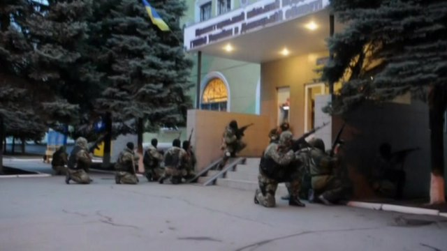 Militants storm  Kramatorsk police headquarters