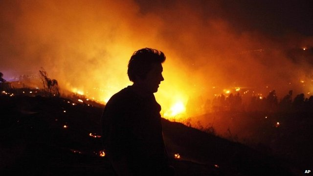 Deadly Chile fire forces evacuations