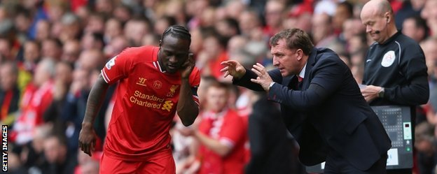 Liverpool manager Brendan Rodgers gives instructions to substitute Victor Moses