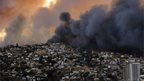 A huge cloud of smoke engulfs Valparaiso, Chile, 12 April 2014