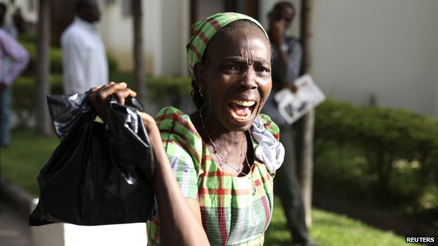 A bystander reacts as she sees victims of a bomb blast arriving at the Asokoro General Hospital in Abuja (14 April 2014)