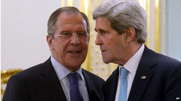 Sergei Lavrov (left) and John Kerry (31 March 2014)