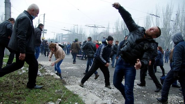 Pro-Russia protesters throw stones at a police building in Horlivka - 14 April 2014