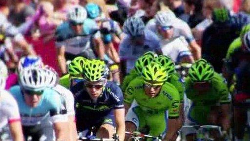 Giro cyclists