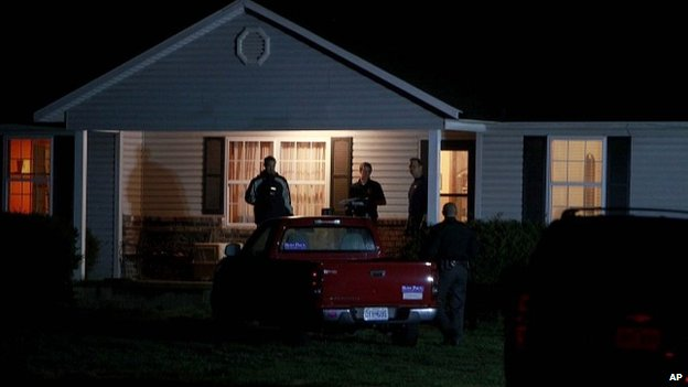Members of the ATF and FBI search a house belonging to Fraizer Glenn Cross, also known as Frazier Glenn Miller, near Marionville, Missouri 14 April 2014