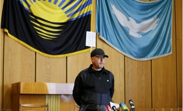 "Vyacheslav Ponomaryov, who called himself the commander of the Sloviansk ""self-defence"" forces addresses the media at the Slaviansk mayor's office"