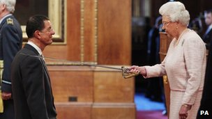 Sir Antony Gormley with The Queen