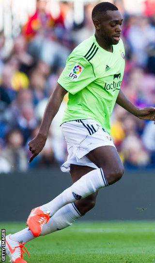 Raoul Loe in action for Osasuna