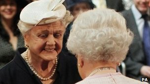 Angela Lansbury with the Queen